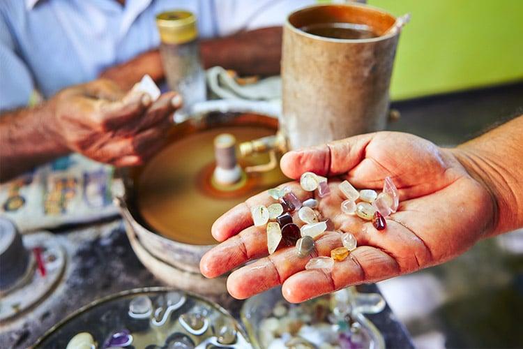 sri-lanka-christi-tours-4n-5d-tour-kandy-gem-museum
