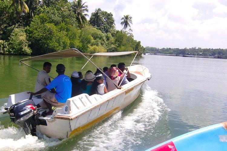 sri-lanka-christi-tours-sri-lanka-day-tours-galle-madu-river-boat-ride