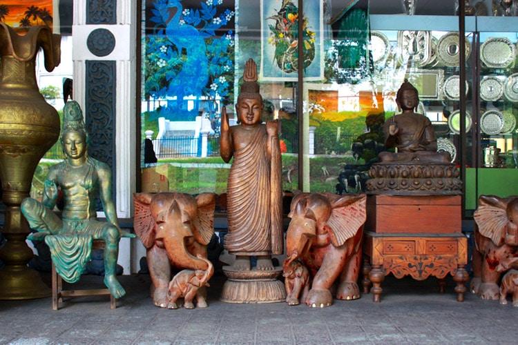 sri-lanka-christi-tours-sri-lanka-day-tours-kandy-shopping