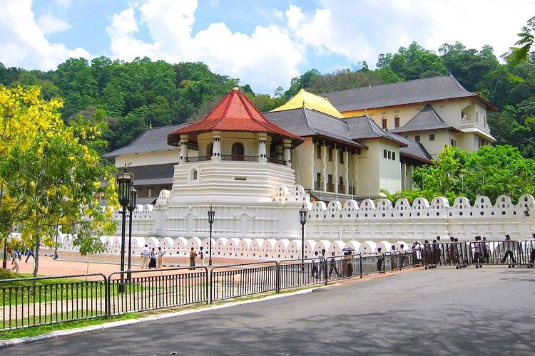 sri-lanka-christi-tours-sri-lanka-day-tours-kandy-temple
